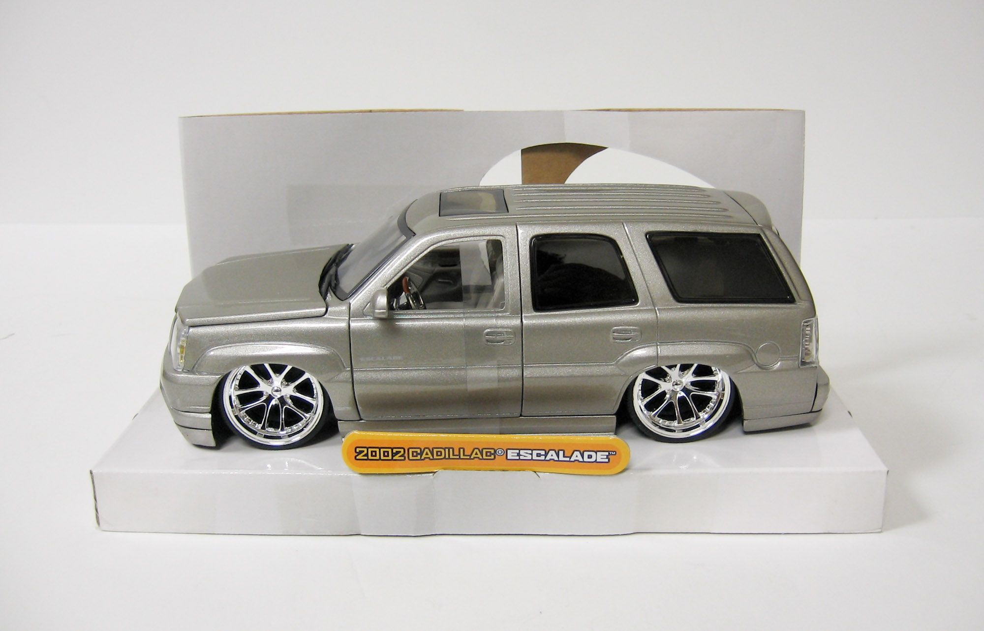 2002 Cadillac Escalade Diecast Model Car Jada Dub City 1 24 Scale